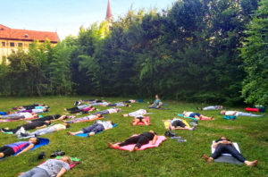APIO yoga nel parco